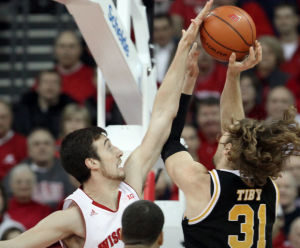 Frank Kaminsky guards Matt Tiby in last yeat. Kaminsky scored 16 points that game.