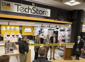 Ribbon-Cutting-TechStore