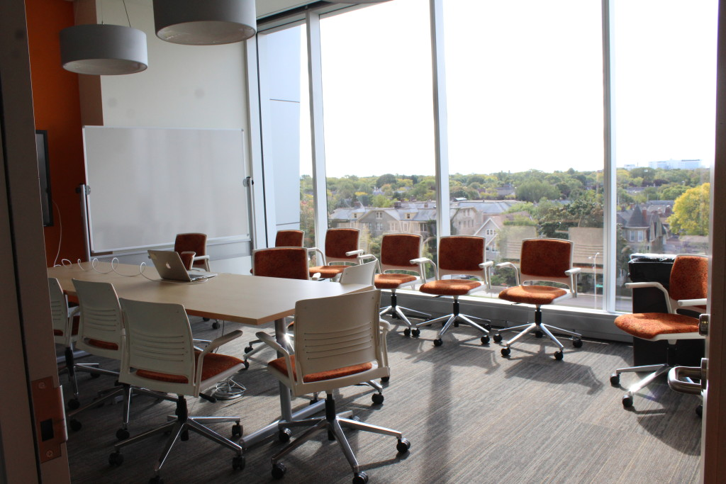 Meeting rooms, like this one located on the 5th floor, maximize student interaction and study space.