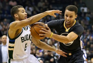 Stephen Curry is sure to be a threat to the Bucks tonight, coming off a 25 point performance in only 30 minutes in Wednesday's blowout victory over Phoenix.  photo: Aaron Gash, AP