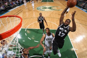 Jonathan Simmons came off the bench to spark the Spurs with a career-high 18 points. (sportspyder.com)