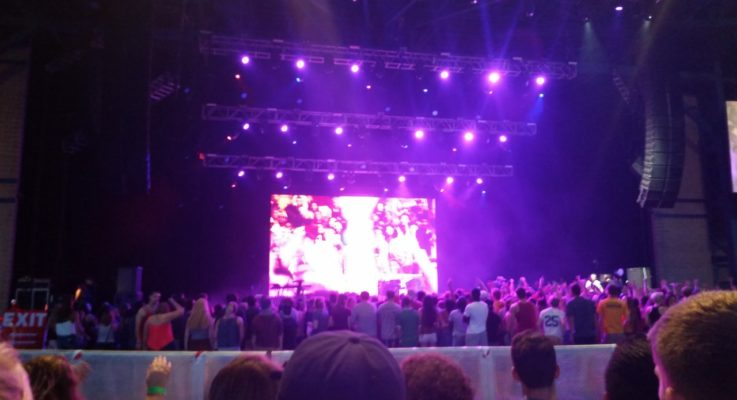 """Jason Derulo """"Talks Dirty"""" to the Pantherfest crowd"""