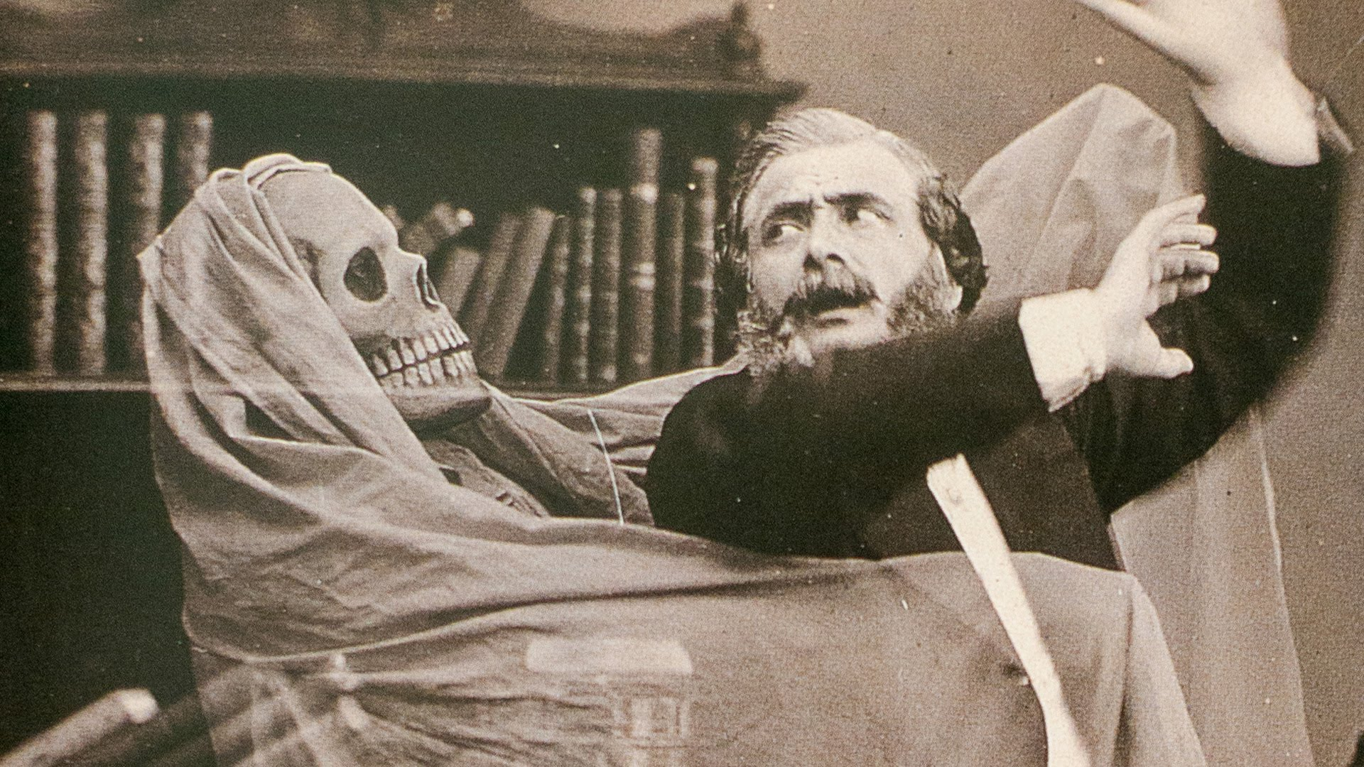 the history of halloween in america Halloween has its roots in a pagan harvest festival, while different traditions   that since the colonial era in america was used for fortune-telling.