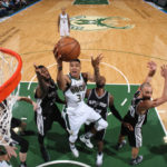 Leonard's hot finish scrapes Spurs over Bucks, 97-96