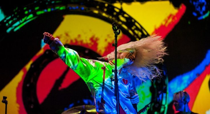 Riot Fest Spotlight – Paramore rocks Chicago with a psychedelic set to thousands (Photo Gallery)